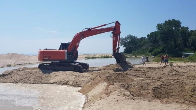 """Багери копаят река Вит за материал за АМ """"Хемус"""""""