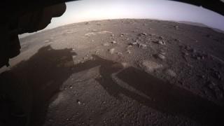 """""""Пърсивирънс"""" изпрати цветни изображения от Марс"""