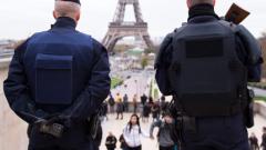 Един от терористите от Париж живял два дни със сирийски бежанци в хотел в Турция
