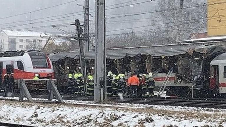 Два пътнически влака са се сблъскали в централния австрийски град