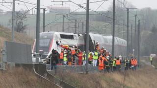 21 души пострадаха при дерайлиране на високоскоростен влак във Франция