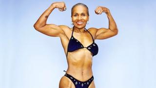 Най-възрастната шампионка по бодибилдинг навърши 80! (СНИМКИ)