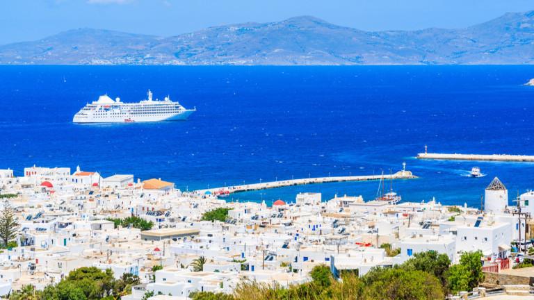 Местата във фериботитите към гръцките острови привършиха. Пускат допълнителни кораби