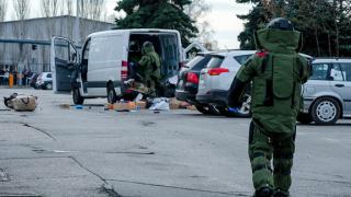 Двама от бивша руска република с рисков профил изоставили буса на летището