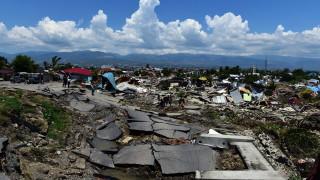 Над 100 затворника в Индонезия са избягали след земетресението