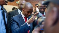Лидерът на опозицията в Зимбабве Нелсън Чамиса обяви победа на историческите избори