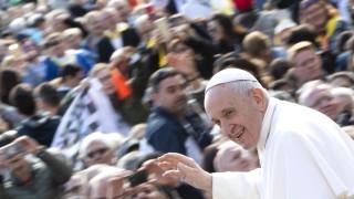 Папа Франциск идва с послание за мир