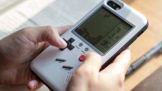 Този калъф превръща всеки iPhone в Game Boy