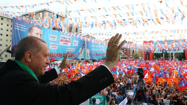 Отменям извънредното положение, ако спечеля изборите на 24 юни, обеща Ердоган