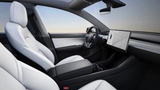 Мъск потвърди, че в колите на Tesla ще може да се гледа съдържание от YouTube и Netflix