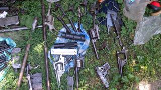 Нови тайници с оръжие откри МВР