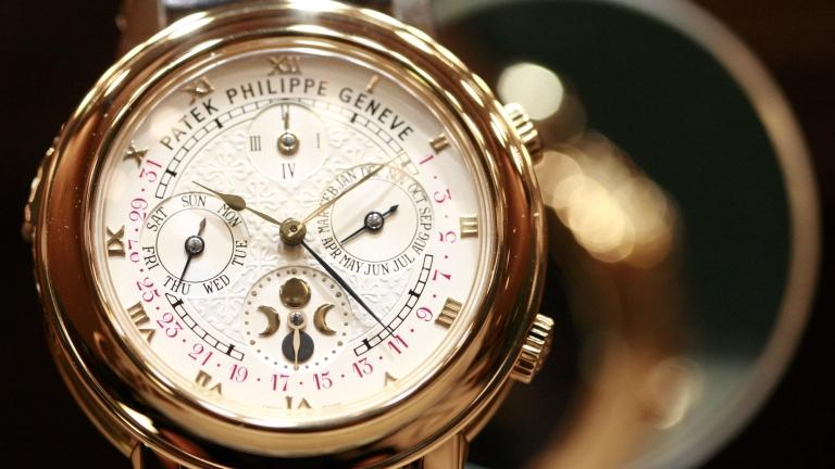 Износът на швейцарски часовници се сви рекордно. Но има светлина в тунела