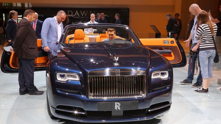 Колко са свръхлуксозните нови автомобили, купени в България през 2017 година?