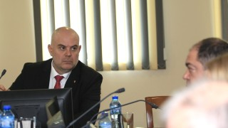 """Иван Гешев пита КС какво точно е """"държавна измяна"""""""