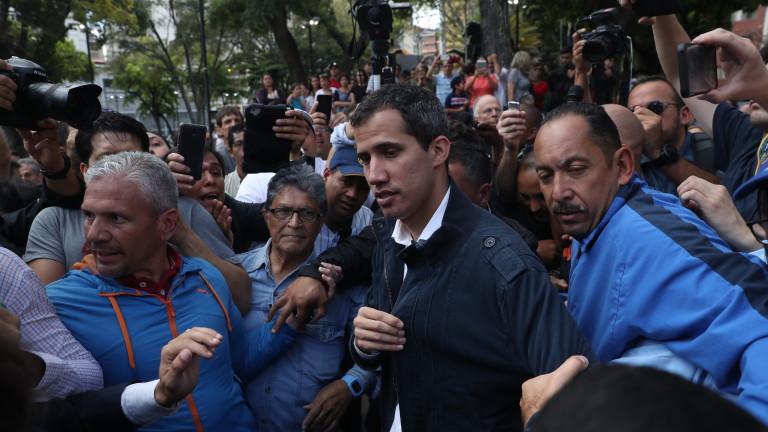 И Хуан Гуайдо преговаря с армията на Венецуела