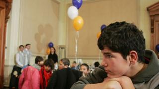 Събират дарения за сираци-абитуриенти