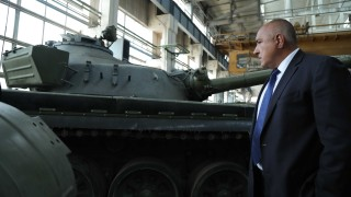 Борисов иска български учени и предприятия да модернизират армията ни
