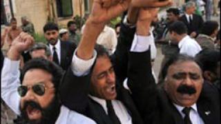 Насилие и сблъсъци белязаха протеста в Пакистан