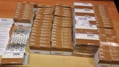 Контрабандни лекарства за 6 000 лв. откриха в двойно дъно на куфар