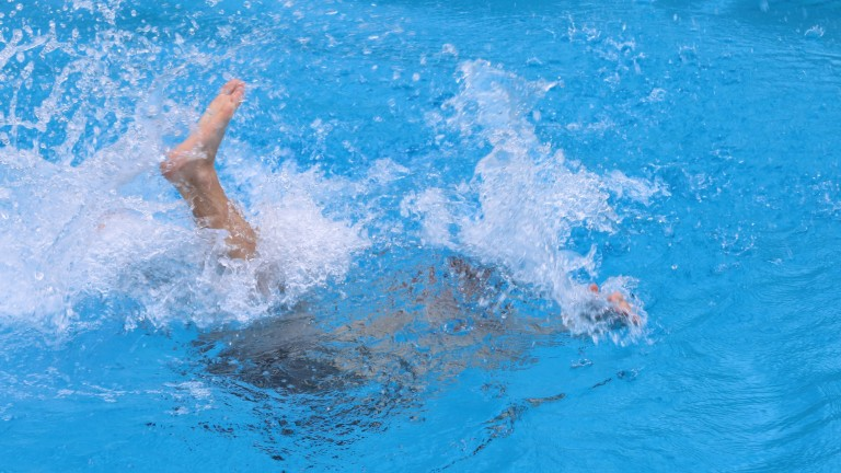 Спасиха от удавяне 3-годишно британче в Ахелой