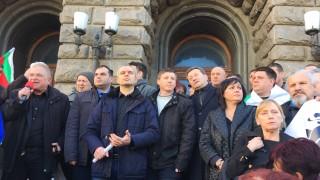 Протестиращи подадоха за подпис оставката на Борисов