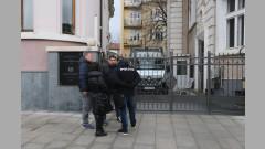 С охрана с автомати изнасят още предмети от колекцията на Божков