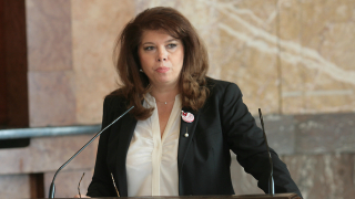 Илияна Йотова: Оградите изместиха човешките трагедии