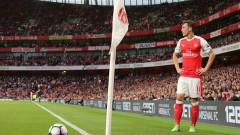 Малка утеха за Арсенал: Месут Йозил остава в клуба