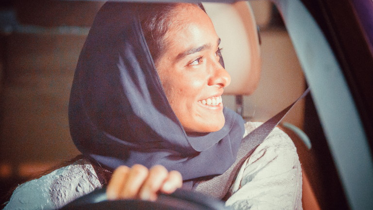 Жените в Саудитска Арабия вече официално имат разрешение да шофират,