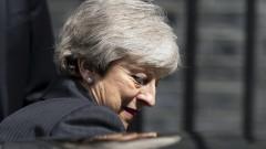 Бунт сред консерваторите, искат оставката на Мей до дни