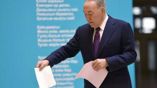 Партията на Назарбаев побеждава на изборите в Казахстан