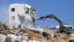 """Израел събаря """"незаконни"""" палестински жилища"""