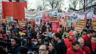Работници в ключов индустриален сектор в Германия на протест