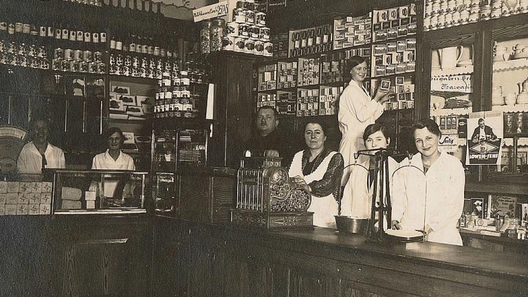 Първият магазин на семейството, основан през 1913 година от майката на Карл и Тео Албрехт