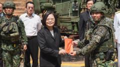 Президентът на Тайван посети ракетна база и призова армията да е готова да защити демокрацията