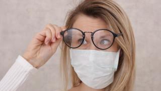 Как да не ни се запотяват очилата, докато сме с маска