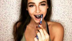Манията по черната паста за зъби