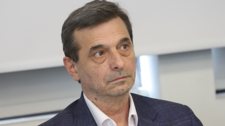 Димитър Манолов притеснен от посоката на промяна на Конституцията