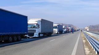 """Километрична опашка от камиони се изви на """"Кулата - Промахон"""""""