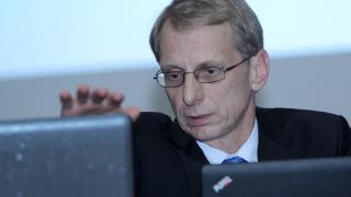 Кунева взема грешни решения за еврофондовете, смята подалият оставка Денков
