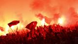 Прекратиха мач в Украйна, фенове нападнаха съдията