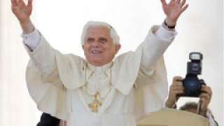 И папата във Facebook