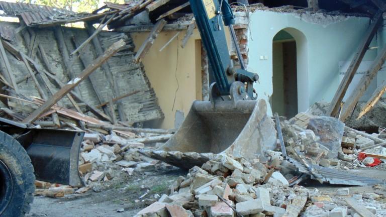 """Събориха 10 незаконни къщи в столичния квартал """"Орландовци"""""""