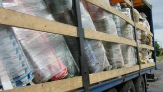 Камион с близо 20 тона отпадъци задържаха митничари