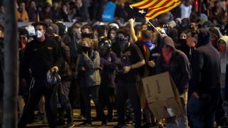 Десетки се събраха на протест на централната жп гара в Барселона