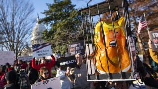 Протестиращи пред Конгреса: Свалете Тръмп