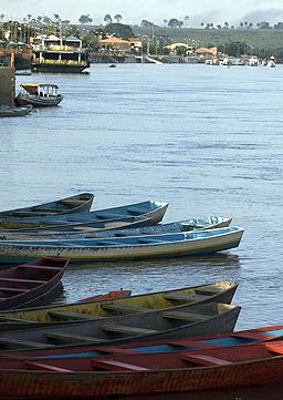 Перуански кораб потъна, над 100 изчезнали