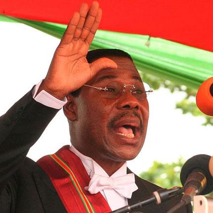 В Бенин задържаха трима за опит за отравяне на президента