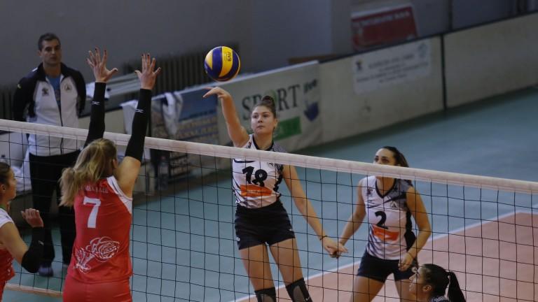 Три от четирите мача от втория кръг на дамското волейболно