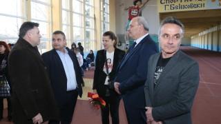 """Зам.-министър Андонов откри реновирана зала по лека атлетика към спортно училище """"Георги Бенковски"""" в Плевен"""
